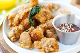 Asian Popcorn Chicken - crispy, juicy and delicious Asian fried chicken nuggets. Quick, easy and budget-friendly recipe for the entire family!! | rasamalaysia.com