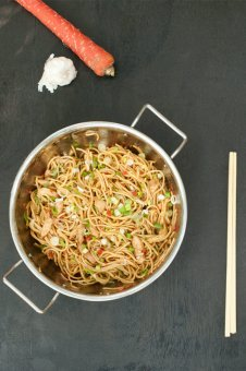 Chicken Chow Mein – Stir fried Noodles the Indo Chinese way recipe